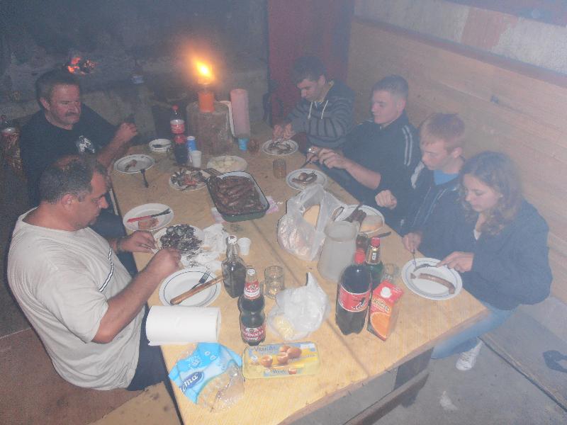 """Planinarski dom \""""Ravni Dabar\"""" - roštiljada i pjesma"""